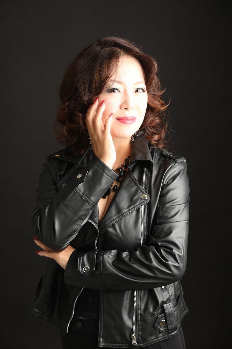 http://革ジャンを着た女性